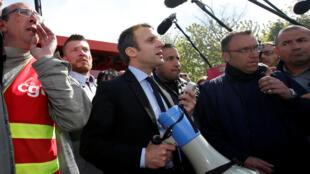 Un comité d'accueil bien remonté qui attendait Emmanuel Macron, ce 26 avril 2017, à l'usine Whirlpool d'Amiens.
