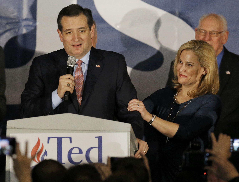 Le sénateur du Texas, l'ultra-conservateur Ted Cruz qui a obtenu 28% des voix avec sa femme après avoir remporté les caucus en Iowa. Des Moines, le 1er février 2016.