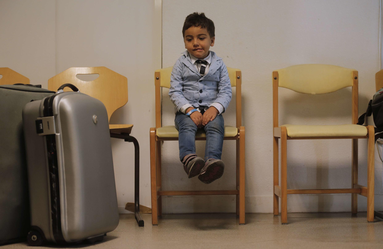 Várias crianças estavam no grupo de 53 refugiados que a França recebeu em setembro na cidade de Champagne-sur-Seine.