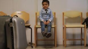 Parmi les 53 réfugiés arrivés, ce 9 septembre 2019, à Champagne-sur-Seine se trouvent de nombreux enfants.
