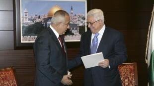 O primeiro-ministro palestino Salam Fayyad e o presidente da Autoridade Palestina, Mahmoud Abbas nesta manhã em Ramallah