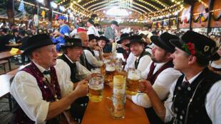 Alemães se consideram estrangeiros em seu próprio país