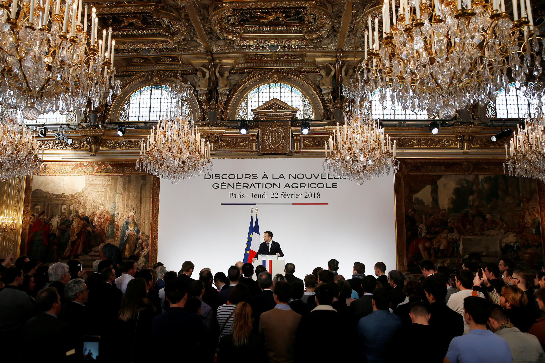 Emmanuel Macron recebeu agricultores no luxuoso salão de festas do Palácio do Eliseu.