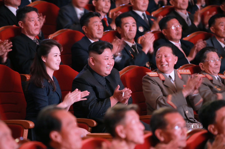 Lãnh đạo Bắc Triều Tiên Kim Jong Un trong buổi tiệc chiêu đãi các nhà khoa học nguyên tử sau vụ thử bom H. Ảnh do KCNA công bố ngày 10/09/2017.