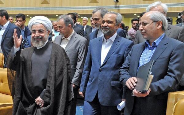 حسن روحانی و برخی از اعضای تیم اقتصادی او