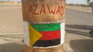 Un tonneau peint aux couleurs du MNLA à la frontière du Mali et du Niger.