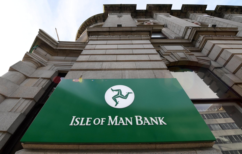 """Đảo Man, trực thuộc quyền quản lý của nữ hoàng Anh, từng được coi là một thiên đường """"trốn"""" thuế."""