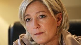 Marine Le Pen, filha de Jean-Marie Le Pen, fundador do partido ultra-nacionalista o FN (Frente Nacional).