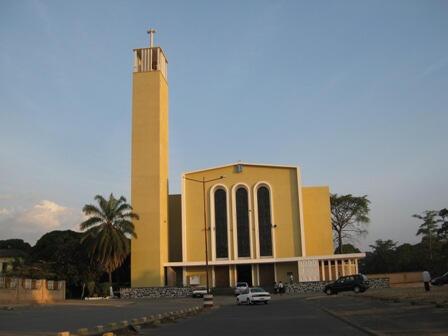 Kanisa kuu la Katoliki mjini Bujumbura (Burundi).