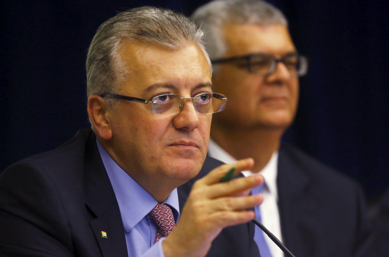 O presidente da Petrobras, Aldemir Bendine (à esquerda), durante a apresentação, ontem, do balanço auditado de 2014.
