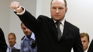 Ao ouvir sua sentença em setembro passado, Breivik repetiu saudação de extrema-direita feita em todos os dias de seu julgamento.