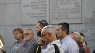 Hommage aux morts dans le ghetto, le 22 juillet 2012 à Varsovie.