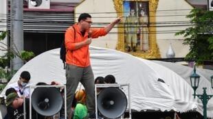 Les manifestants, à Bangkok, réclament ce que personne n'avait osé avant eux: la réforme de l'institution monarchique.