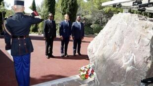Presidente francês Emmanuel Macron, Presidente da Costa do Marfim Alassane Ouattara e o Presidente guineense Alpha Conde, 2019