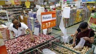 Un supermarché à Ahmedabad, dans l'ouest de l'Inde, le 13 mai 2013.