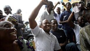Mardi 31 mars, à Lagos. Des partisans de Muhammadu Buhari laissent éclater leur joie lorsque les résultats, tombés au compte-gouttes lundi et mardi, ont donné leur candidat vainqueur de l'élection présidentielle.
