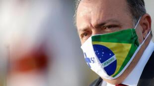 O ministro interino da Saúde do Brasil, Eduardo Pazuello, em frente ao Palácio da Alvorada, em 9 de junho de 2020.