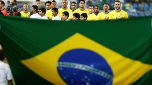Seleção brasileira durante amistoso contra a Arábia Saudita, no estádio da Universidade Rei Saud, em Riade.