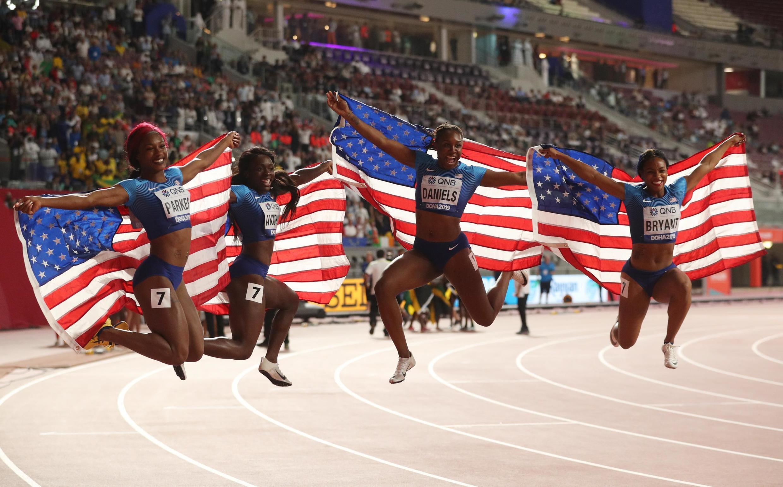 Американские спортсменки выиграли бронзу в эстафете 4 по 100 метров