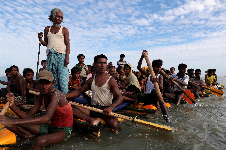Ảnh minh họa : Người tỵ nạn Rohingya (Miến Điện) tìm đường sang Bangladesh. Ảnh ngày 12/11/2017.