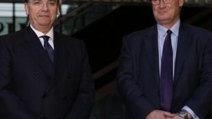 Stuart Gulliver (trái) Tổng giám đốc ngân hàng HSBC.