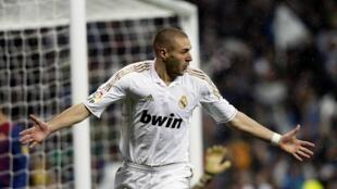 El Real Madrid triunfó 1-0 con un gol del francés Karim Benzema en  Málaga tras su corto triunfo 3-2 de la ida. De esta manera se clasificó para los cuartos de  final de la Copa del Rey, donde su rival será teóricamente el Barcelona.