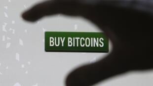 """A Mt. Gox, empresa japonesa especializada em câmbio de bitcoin e antiga líder de mercado, """"sumiu"""" da internet."""