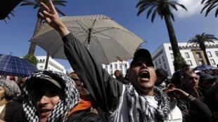 Dans les rues de Rabat au Maroc, le 20 février 2011.
