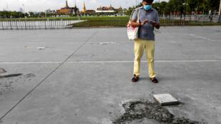 2020-09-21T020007Z_2003637972_RC2Q2J92KU9N_RTRMADP_3_THAILAND-PROTESTS