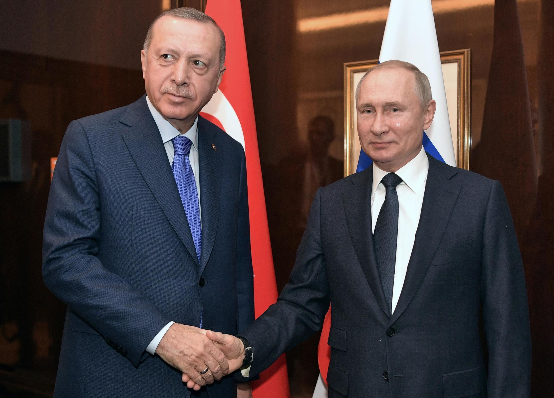 Tổng thống Nga Vladimir Poutine (P) và nguyên thủ Thổ Nhĩ Kỳ Recep Tayyip Erdogan tại thượng đỉnh về Libye, Berlin, ngày 19/01/2020.