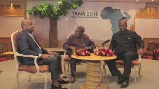 Enregistrement du Débat africain au Tana Forum, avec le journaliste Alain Foka et les présidents Olusegun Obasanjo, et John Dramani Mahama.