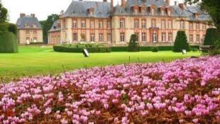 El castillo de Breteuil está abierto todo el año.