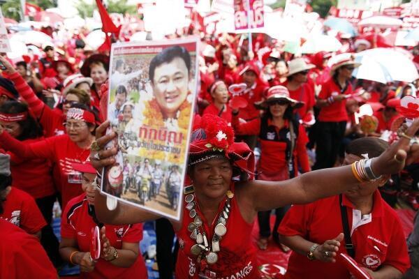 Simpatizantes del ex primer ministro Shinawatra durante la manifestación del domingo en Bangkok.