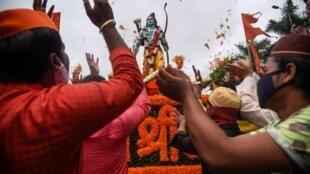 Firaministan India Narendra Modi, yayin kafa tubalin gina sabon katafaren wurin bautar mabiya addinin Hindu a birnin Ayodhya mai tarihi,