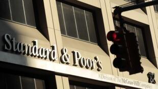 A agência Standard & Poor's divulgou uma mensagem afirmando que a nota soberana da França seria rebaixada.