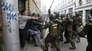 Confrontos provocaram ferimentos em centenas de pessoas e a prisão de mais de 1,3 mil manifestantes.