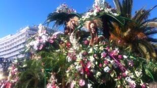 尼斯狂欢节的鲜花彩车