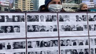 Фотографии политзаключенных Беларуси на акции солидарности в Торонто 3 апреля 2021.