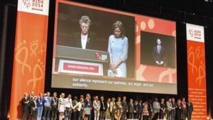 Минута молчания во время открытия 20-й международной конференции по СПИДу, Мельбурн, Австралия, 20 июля 2014 г.