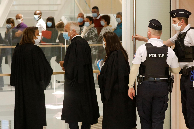 Des avocats lors du premier jour de procès des attentats de janvier 2015, le 2 septembre 2020.