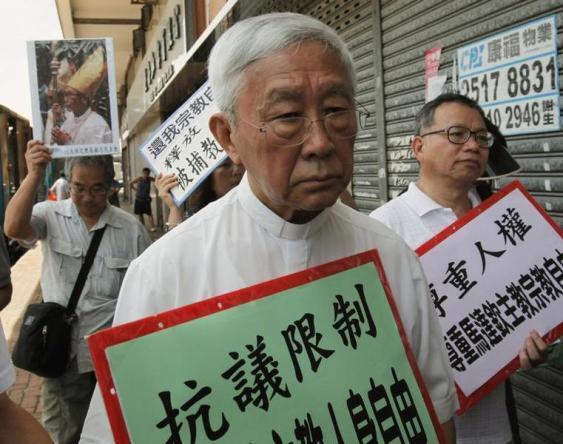 Biểu tình đòi tự do tôn giáo tại Trung Quốc. Trong ảnh, Hồng Y Joseph Zen cùng một số nhà tranh đấu khác, Hồng Kông, 11/07/2015