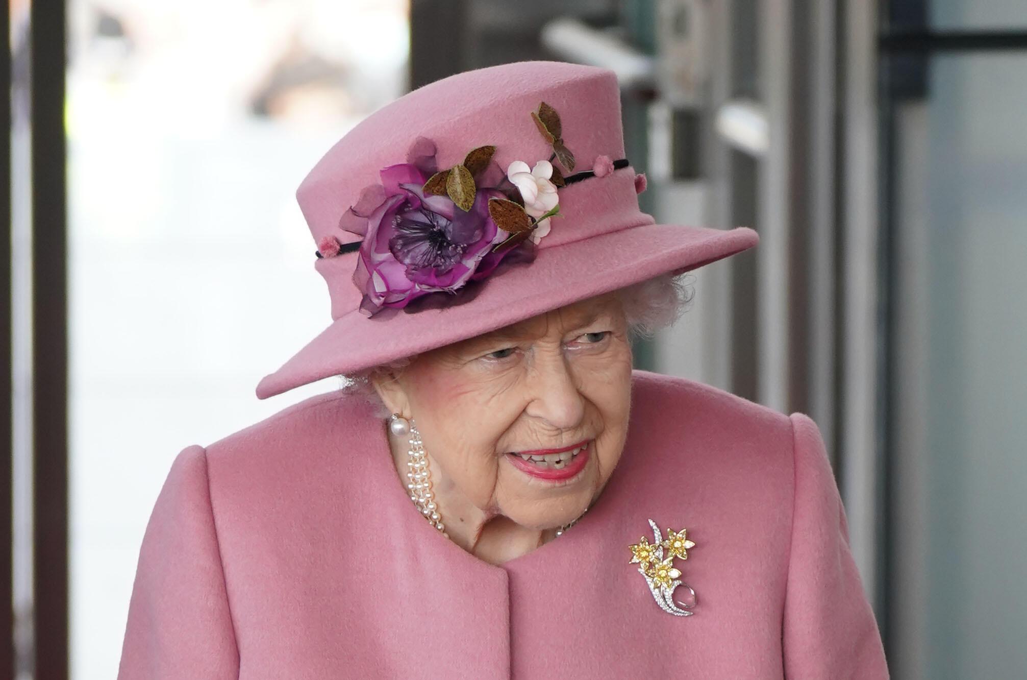 La reina Isabel II asiste a la ceremonia inaugural de la nueva legislatura del Parlamento de Gales, el 14 de octubre de 2021 en la ciudad británica de Cardiff