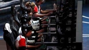 L'esport, le jeu vidéo compétitif, est particulièrement développé en Corée du Sud. Ici, la team SKT, sponsorisée par l'une des plus grosses entreprises de téléphonie mobile du pays.