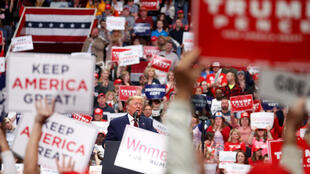 2020-06-12T201800Z_562079003_RC2W7H93CYBB_RTRMADP_3_USA-ELECTION-TRUMP-RALLY
