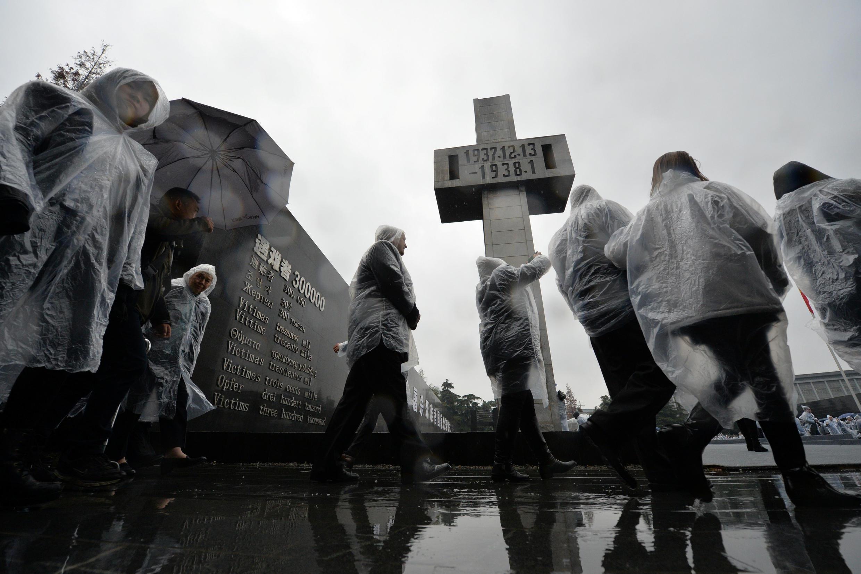 """2016年12月13日,中國南京在""""南京大屠殺""""紀念碑前舉行死難者國家公祭儀式。"""