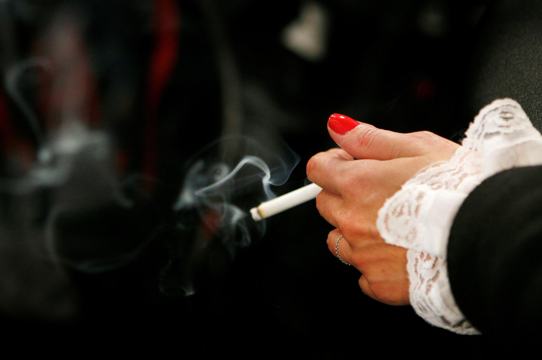 Во время эпидемии коронавируса французы стали больше курить. «Благодаря» этому доходы государства, полученные за счет акциз на табачные изделия, выросли на 10%.