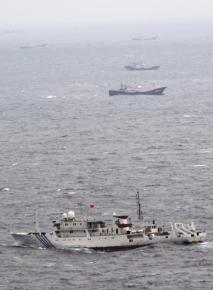 Một tàu đánh cá Trung Quốc đang hoạt động ở gần vùng mỏ khí đốt thiên nhiên tại biển Hoa Đông ngày 29/9/2010.