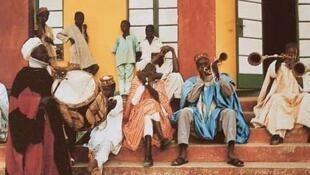 Wasu makada a kasar Hausa da Sarakuna ke baiwa kyauta, lada ko tukwici bayan yi musu waka.