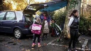 Dans la périphérie de Lyon, une famille sans-abri a pu passer la nuit dans un refuge grâce à l'association «Jamais sans toit».