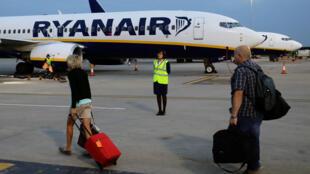 Самолет компании Ryanair в лондонском аэропорту Станстед